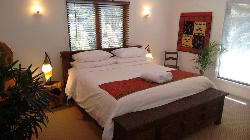 Super lit king, avec matelas de qualité et linge, salle de bains et une abondance de beauté