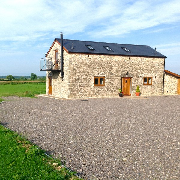 """THE GALLOPS"" BeautiCottage Quiet Rural Setting Fab Views, vacation rental in Llandow"