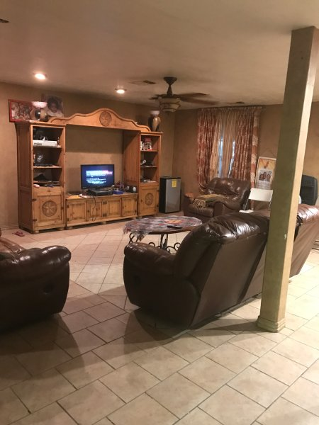 WHOLE 4 BEDROOM 2.5 BATHROOM HOUSE WITH A LOT OF LAND (HORSES WELCOME), casa vacanza a Mansfield