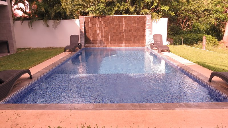 Beautiful 2 bd/sleeps 6 condo in front of the Golf Course, Puerto Aventuras, vacation rental in Paamul
