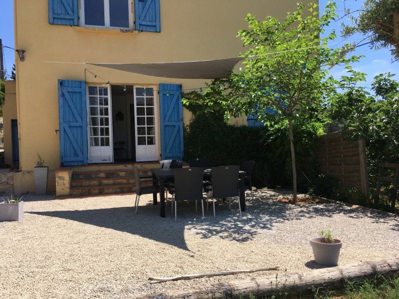 Charmant T3 dans villa au calme tout confort proche Aix - centre ville 3 km, holiday rental in Aix-en-Provence