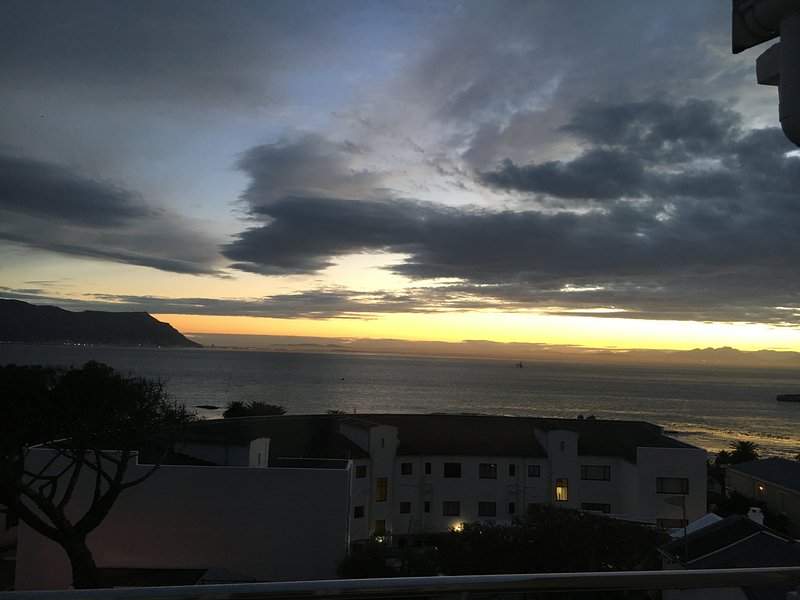 Seaside Splendor sleeps 6, holiday rental in Simon's Town