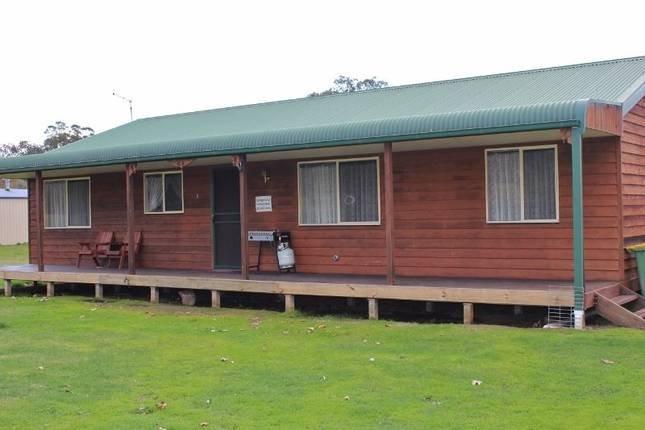 Dartmouth Mountain Retreat, 1 Tokes Cres Dartmouth, Victoria 3701 Australia, vacation rental in Creswick