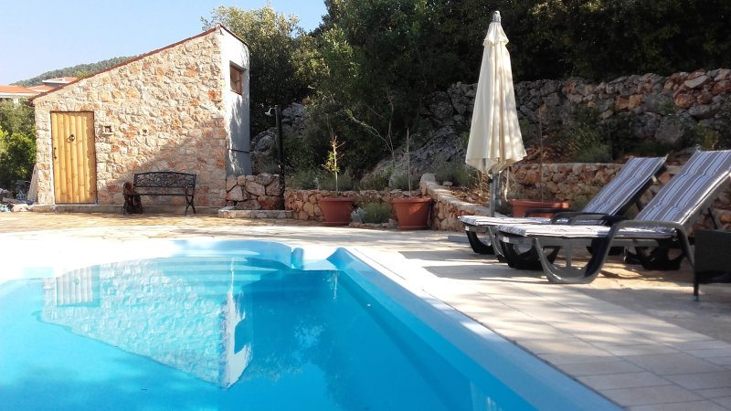 LAVENDER HILL HVAR **** VILLA:PRIVATE POOL,SAUNA, OUTDOOR JACUZZI, 4 BED,3, BAT5, aluguéis de temporada em Stari Grad