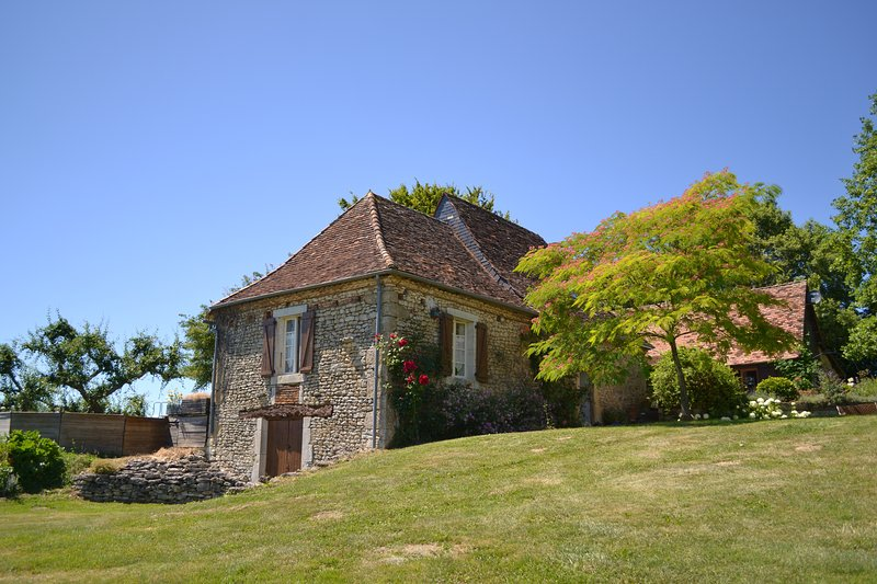 Beautifully restored cottage (1774) set in a lovely rural domain with breathtaking view over valley