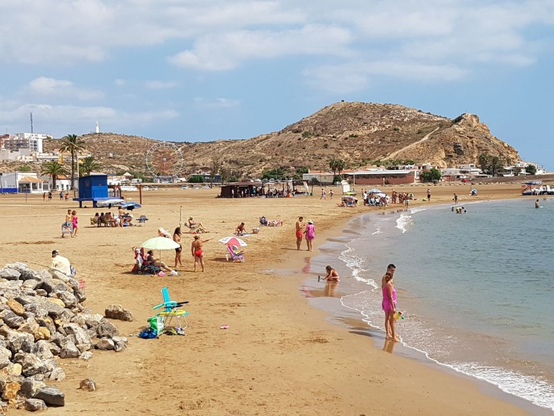 En av många lokala sandstränder.