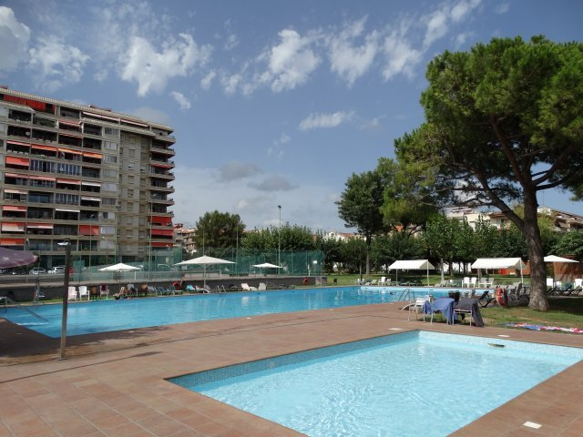 CRANE and communal area with 2 pools, playground, tennis, restaurant ...