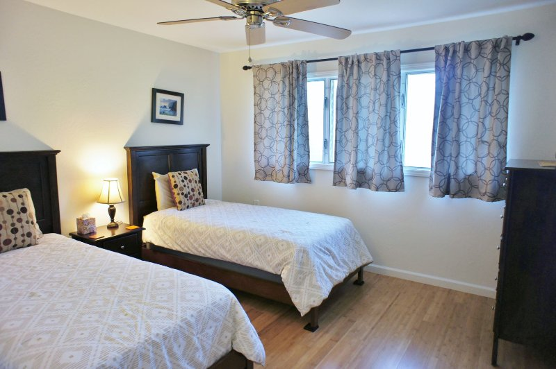 Bedroom 2 with Twin Beds