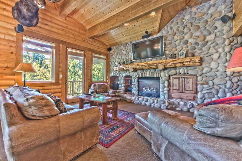 Deer Valley Black Bear 310 - Log Cabin Design