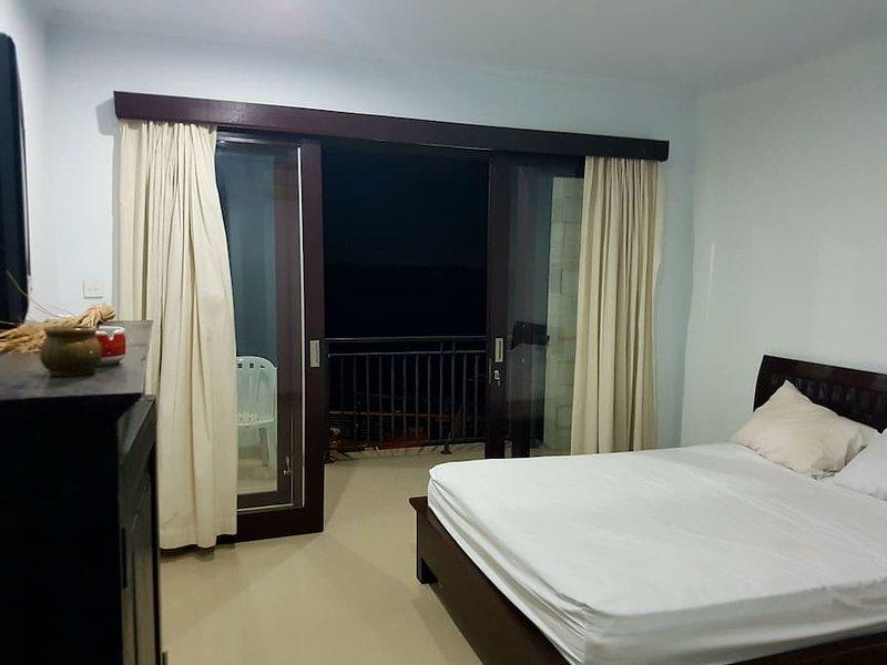 ' Cozy Rooms ' views of the ocean marina & sunset, holiday rental in Serangan