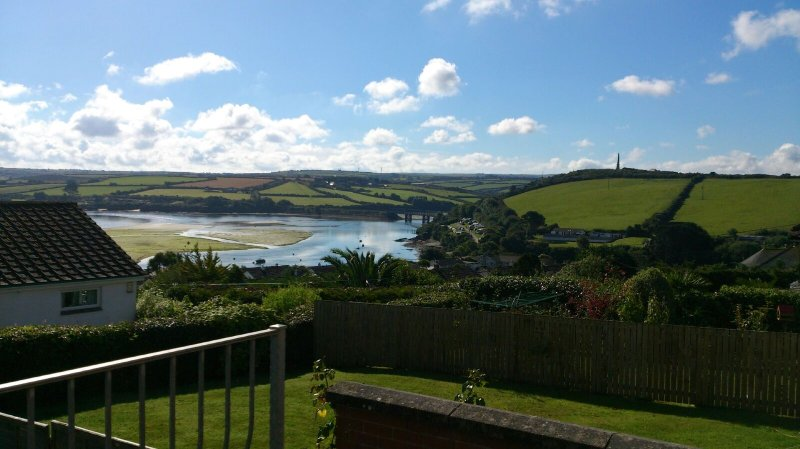 Beau Vista Ground Floor Apartment with views out to sea Padstow, location de vacances à Padstow
