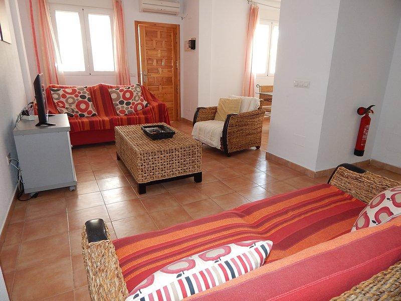 Beautiful spacious, 2 bed/2 bathroom apartment on Southern Costa Blanca, alquiler vacacional en San Miguel de Salinas