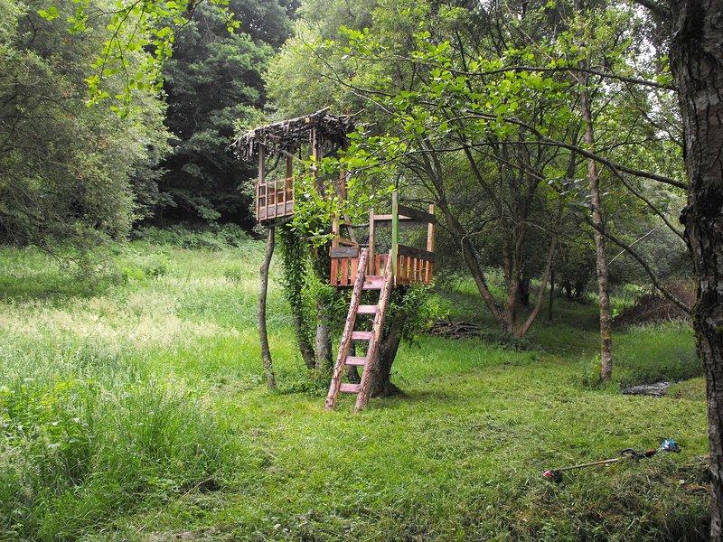 Zwei Etagen Baumhaus