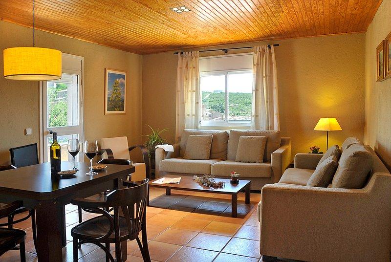 Apartamento para cuatro personas en el Priorat., vacation rental in Cornudella de Montsant