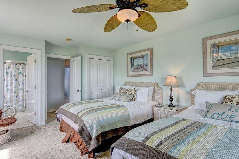 Same Queen Bedroom