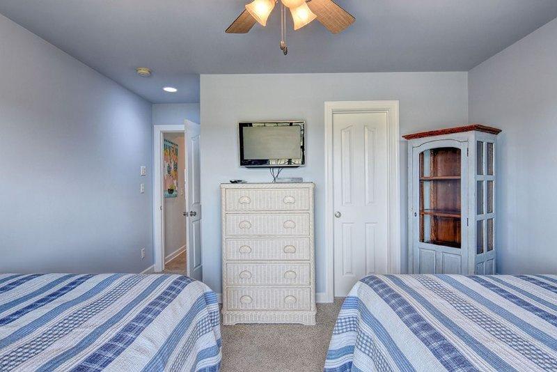 Same Full Bedroom