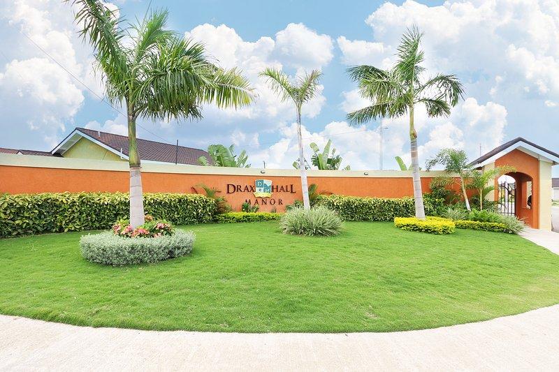 Palms Paradize Draxhall Villa, holiday rental in St. Ann's Bay