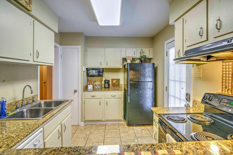 Le duplex offre toutes les commodités d'un vrai chez-soi loin de chez soi, y compris ce, cuisine spacieuse entièrement équipée.
