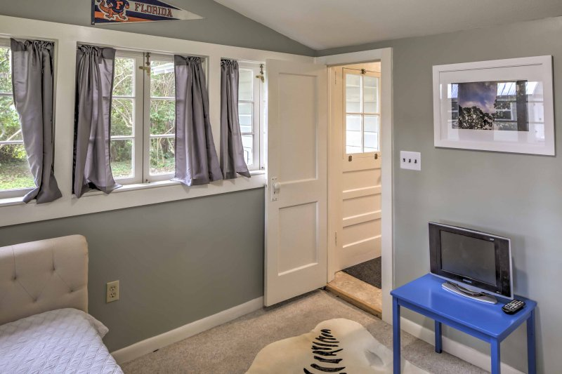 The sun room is equipped with an additional flat-screen TV for the night owls of the family.