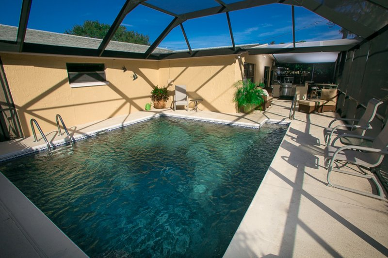 Private Screened Pool Home On Cul-de-sac Just Minutes From The Gulf / Sleeps 7, alquiler de vacaciones en New Port Richey