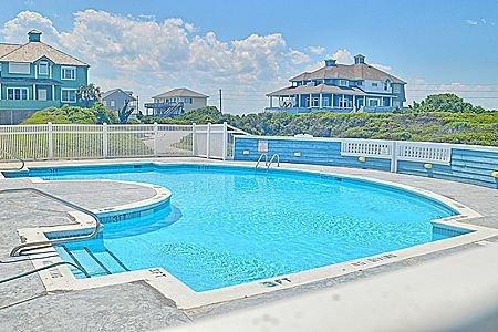 Hampton Colony Community Pool
