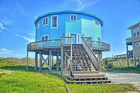 A Flick's Fantasea - 6BR Oceanfront House in North Topsail Beach - Sleeps 18, Ferienwohnung in North Topsail Beach