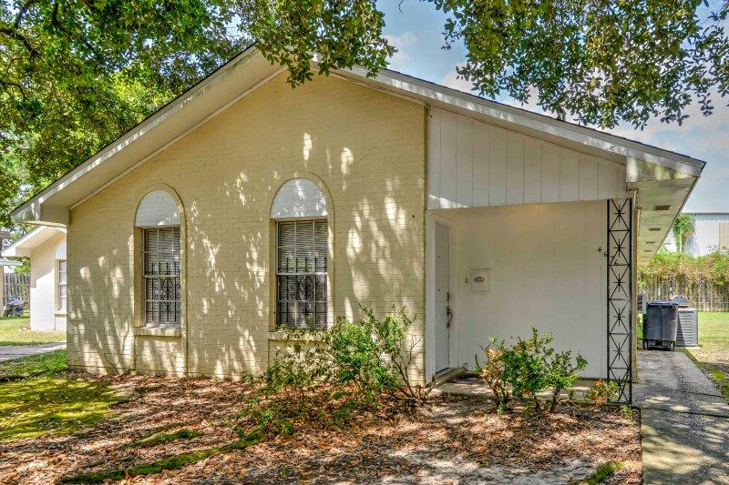 Experience the capital of Louisiana at this 4-bed, 2-bath vacation rental condo!