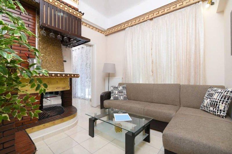83sqm Renovated apartment close to metro, location de vacances à Kamatero