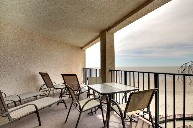 Spacious Oceanfront Deck!
