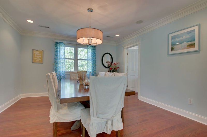 Great dining area!