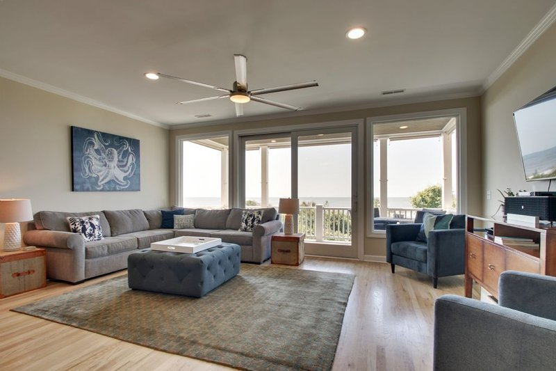 Living Area with Ocean Views!