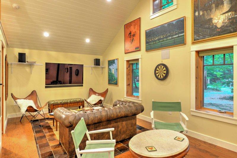 Laughlintown Cabin w/Deck, Fire Pit & Ski Lift!, vacation rental in Ligonier