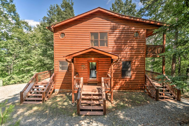 Escape to this 3-bedroom, 3-bath vacation rental cabin in Blue Ridge, Georgia!