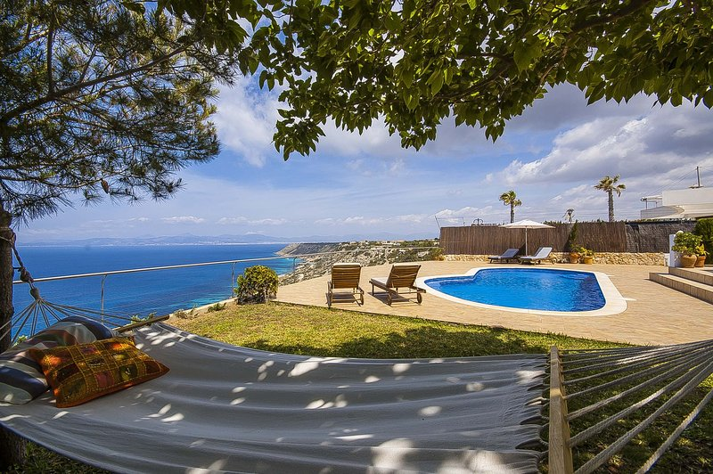Villa con vista al mar y piscina privada, holiday rental in Puig de Ros