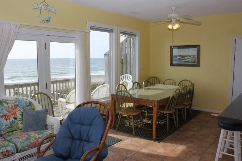 Dining Area with Oceanviews!