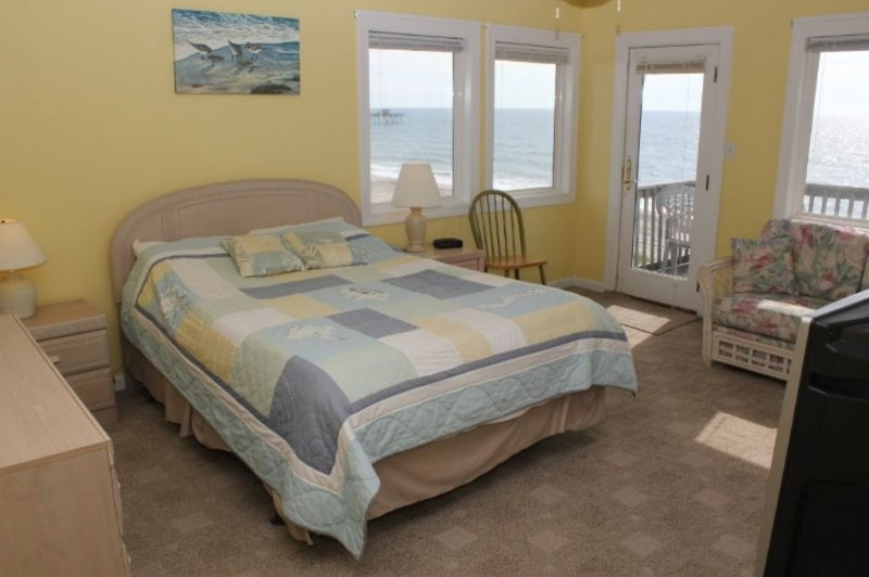 Master Bedroom with Oceanviews!