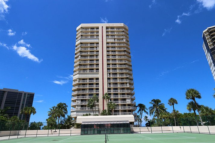 Highly sought after Meridian Club in Park Shore