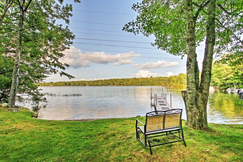 Scenic Lyman Home on Swan Pond w/ Wraparound Deck!, alquiler vacacional en Lebanon