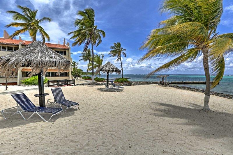 Godetevi l'accesso diretto alla spiaggia, a pochi passi dal condominio!