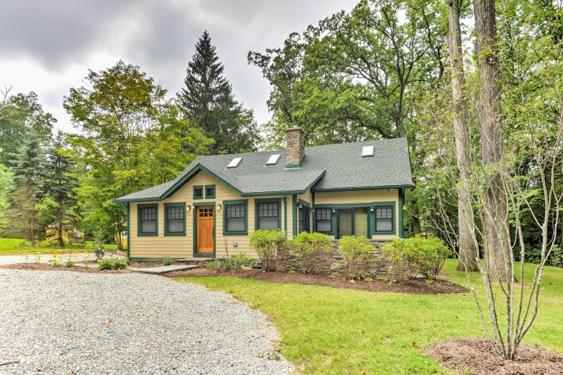 This 4-bedroom, 3-bath vacation rental home is the ideal Pennsylvania retreat.