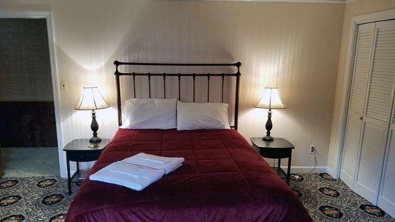 Upstairs Bedroom #5