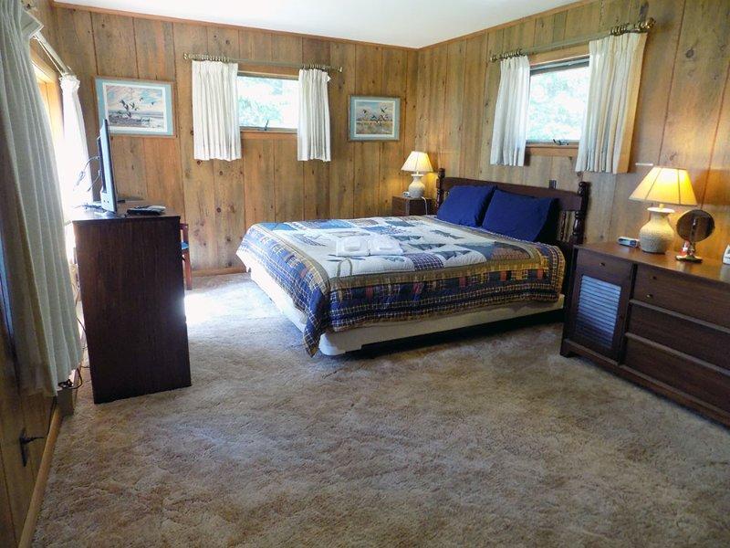 Main Floor master bedroom #1 - King