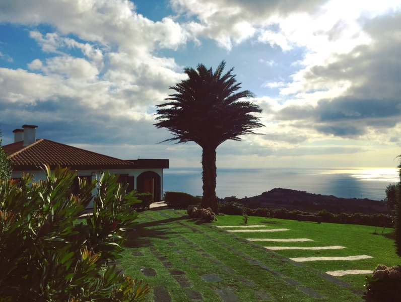 Villa Flor do Monte - A view that will take your breathe away, vacation rental in Agua de Pau