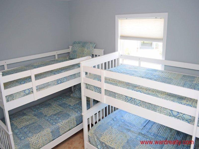 1st Floor Streetside Bedroom - 2 Bunk Beds