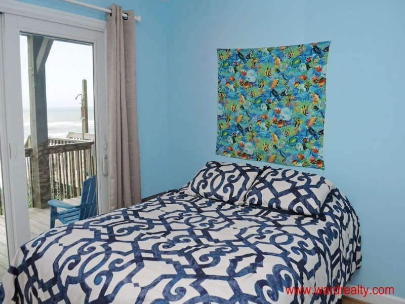 1st Floor North Oceanfront Bedroom with Queen Bed