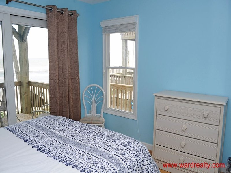 1st Floor South Oceanfront Queen Bedroom II