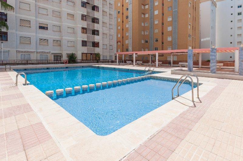 NAVEGANTE - Apartment for 6 people in Playa de Gandia, holiday rental in Grau de Gandia