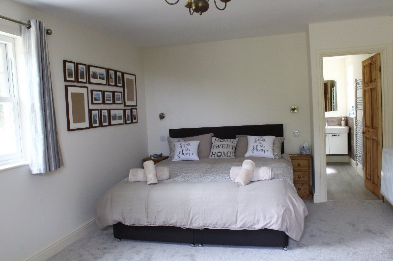 Spacious Master bedroom with Tempa mattress, en-suite with patio doors to private terraced balcony