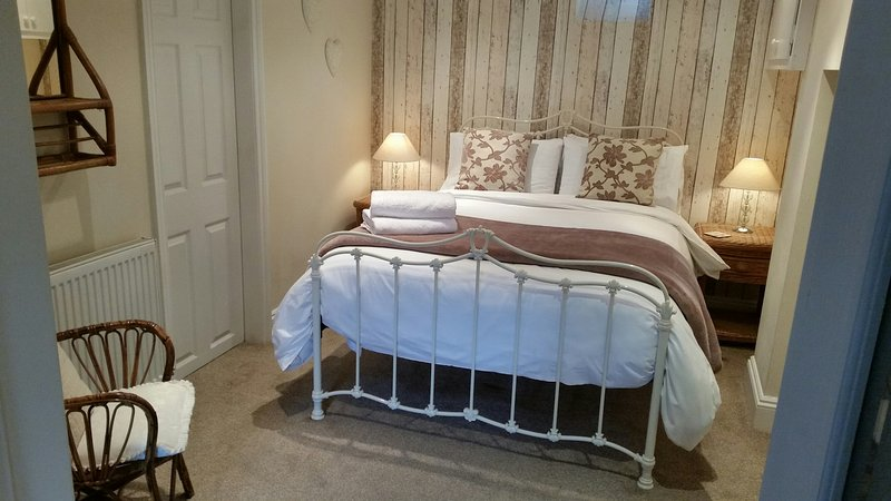 UPSTAIRS DOWNSTAIRS sleeps 5-6, parking, 5 mins from Chester Centre, location de vacances à Rossett