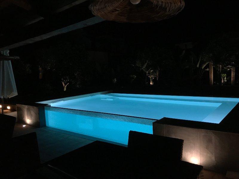 Villa Sea Sicily Elisabetta Luxury pool, semi detached country house at sea, vacation rental in Cassibile